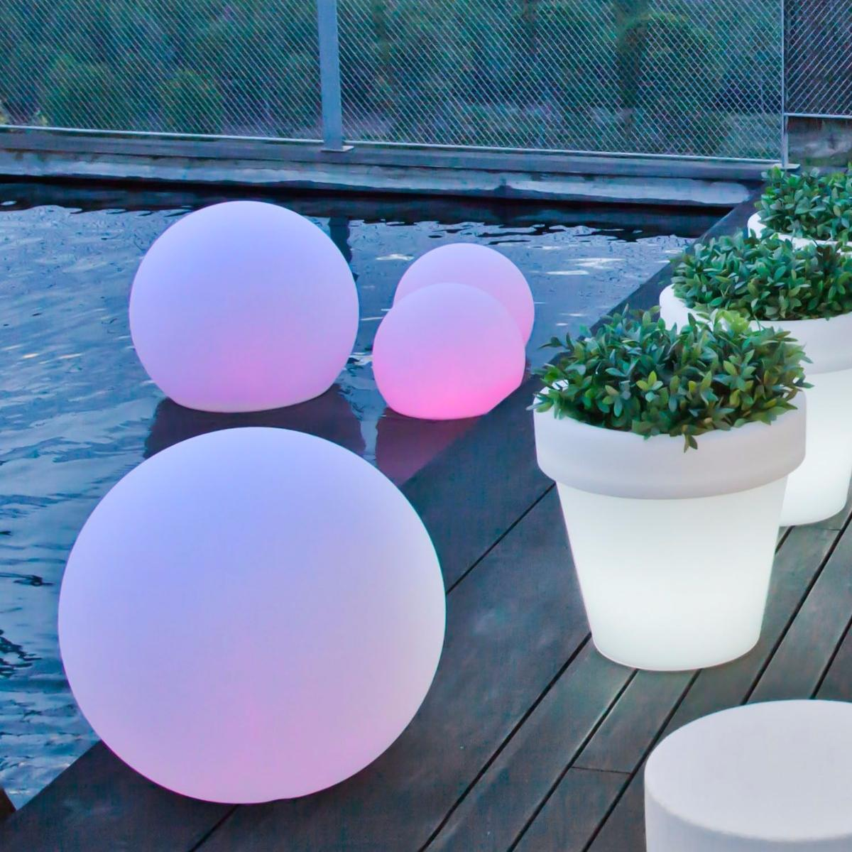 Macetas con iluminacion led integrada new garden iluminada for Iluminacion exterior jardin