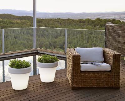 Macetas con iluminacion led integrada iluminados para - Macetas para jardin exterior ...