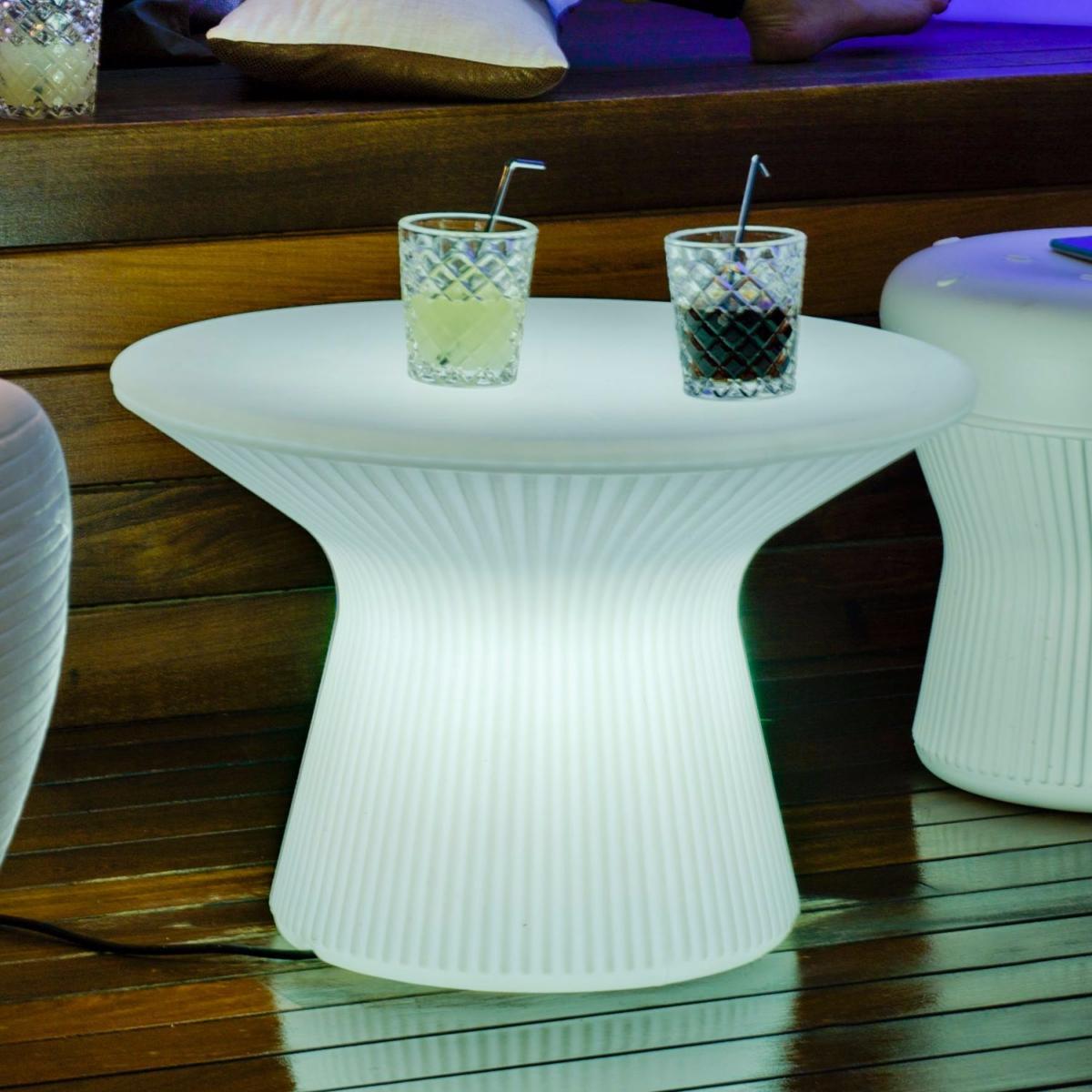 Sala con iluminacion led integrada iluminados para jardin - Iluminacion muebles ...